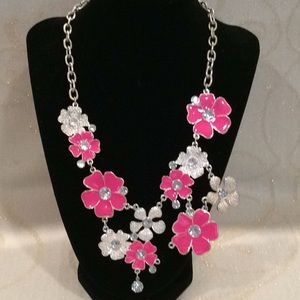 ADORABLE FLOWER NECKLACE w/RHINESTONES